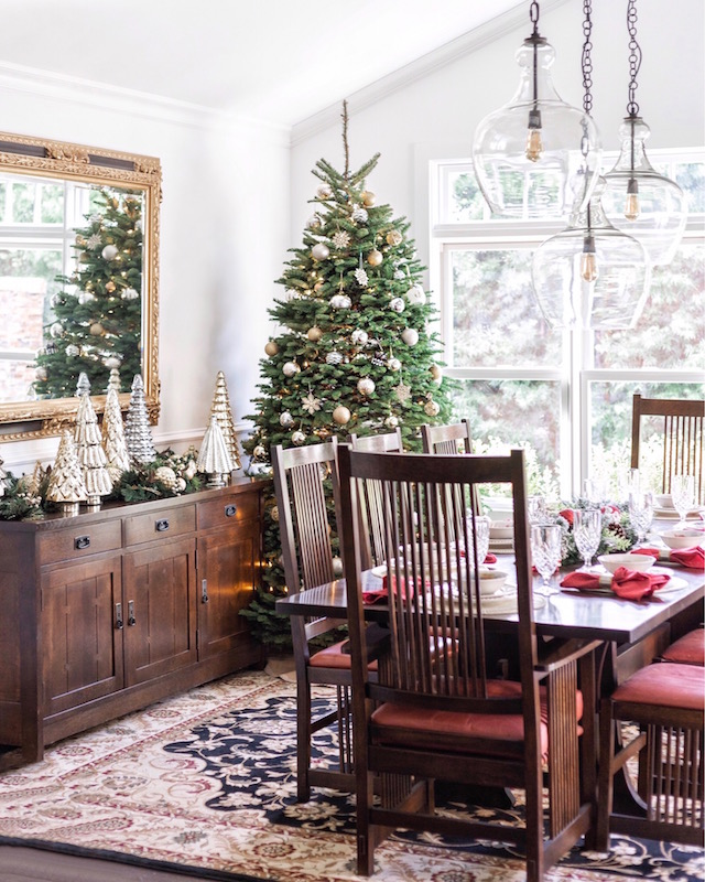 Holiday dining room decor | My Style Diaries blogger Nikki Prendergast