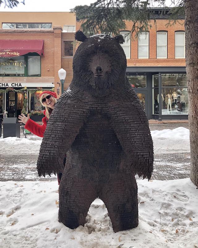 Aspen, Colorado bear statue | My Style Diaries blogger Nikki Prendergast